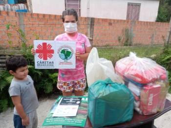 Cestas básicas adquiridas pela Campanha Páscoa sem Fome atendeu a 139 famílias em vulnerabilidade
