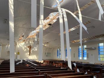 Estado de Santa Catarina é atingido por 'Ciclone Bomba' que deixa rastros de destruição